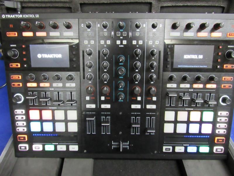 TRAKTOR MULTI-TRACK KONTROL S8