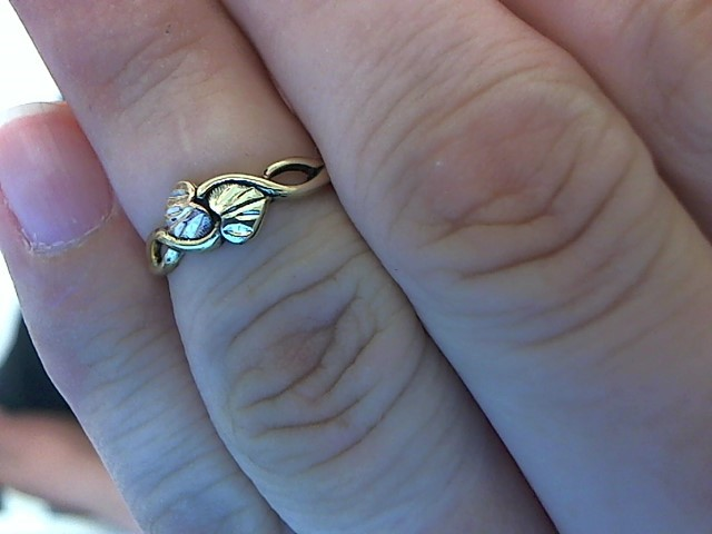 Lady's Gold Ring 10K Tri-color Gold 1.4g Size:7