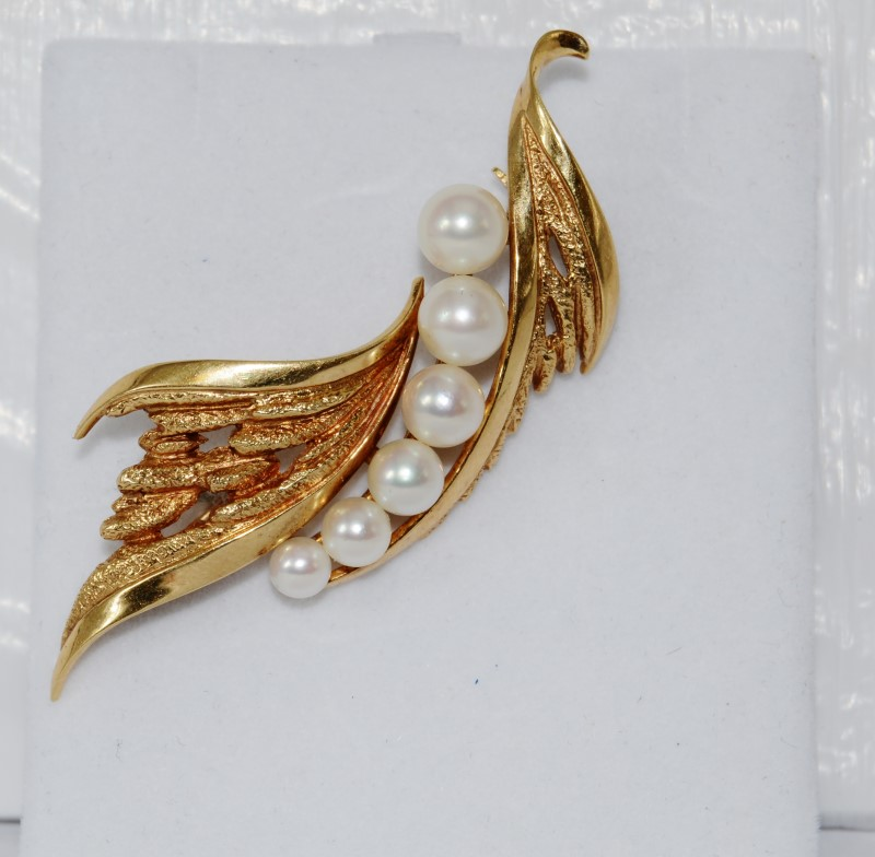 Mikimoto Graduated Pearl 14K Yellow Gold Leaf Brooch/Pin