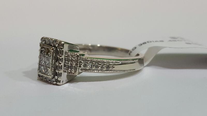 Lady's Diamond Cluster Ring 36 Diamonds .48 Carat T.W. 10K 2 Tone Gold 3.6g