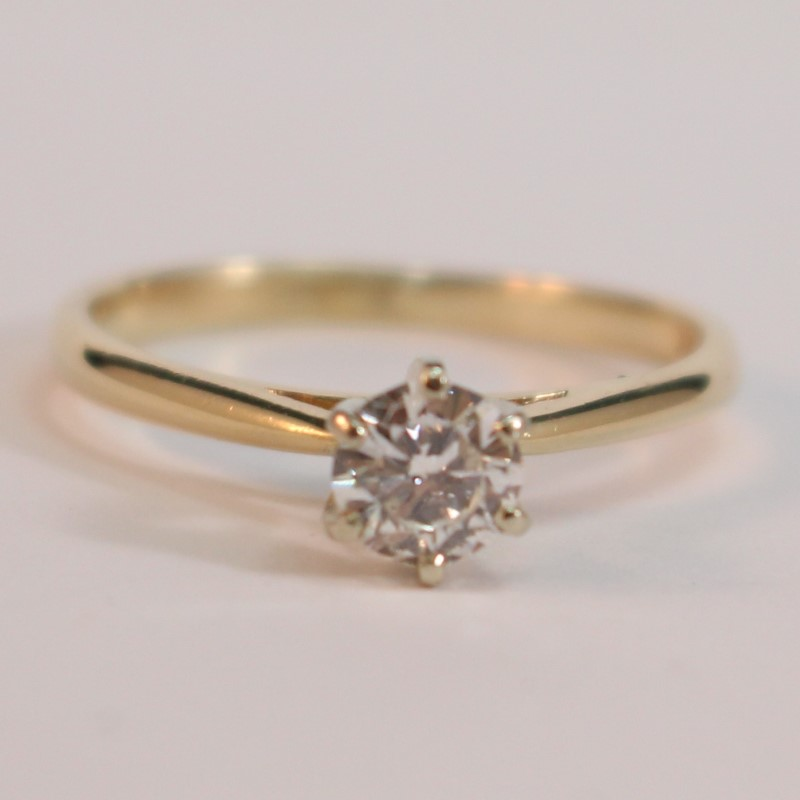 14K Yellow Gold Round Brilliant Diamond Solitaire Ring Size 8