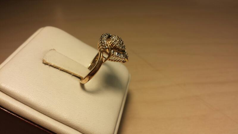 10k Yellow Gold Ring with 17 Diamonds at .17ctw - 1.5dwt - Size 7