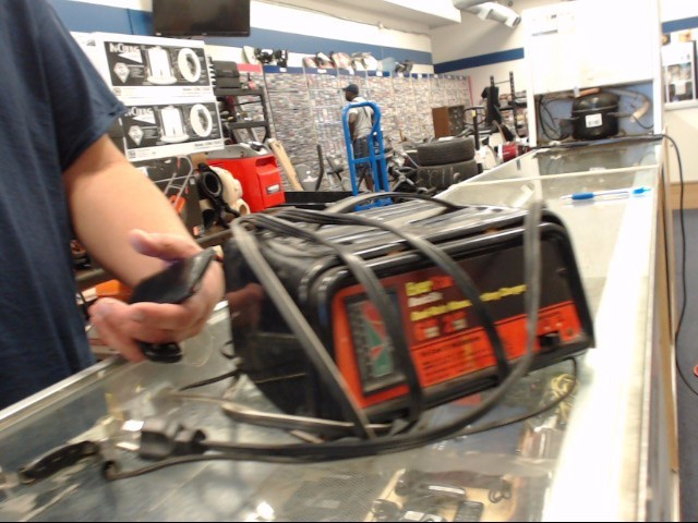 EVERSTART Battery/Charger 12 VOLT BATTERY CHARGER