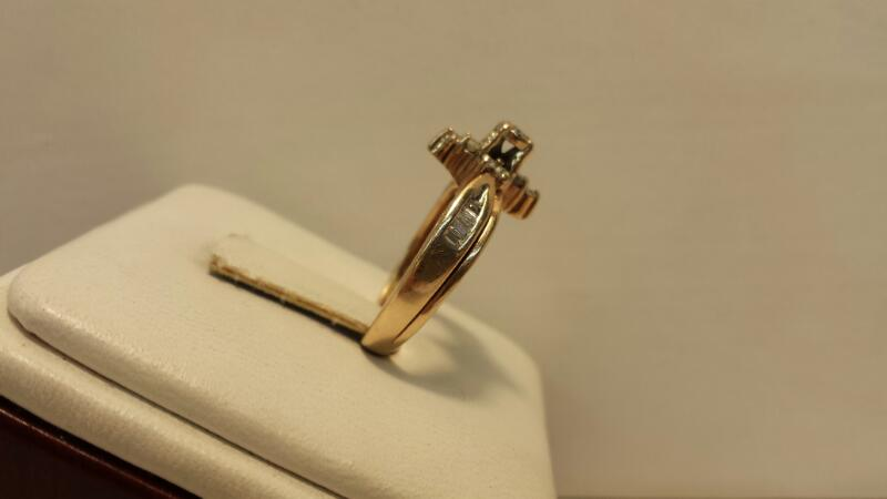10k Yellow Gold Ring Set with 21 Diamonds at .45ctw - 2.8dwt - Size 6