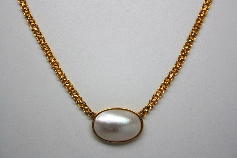 """16"""" MOTHER OF PEARL NECKLACE 22K YELLOW GOLD"""