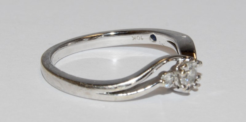 10K Women's White Gold Split Shank Three Stone Diamond Wedding Ring Size 6