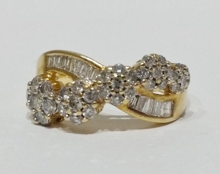 10K Yellow Gold Floral Diamond & Baguette Criss-Cross Cluster Ring sz 7