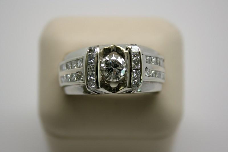 GENT'S DIAMOND RING 14K WHITE GOLD