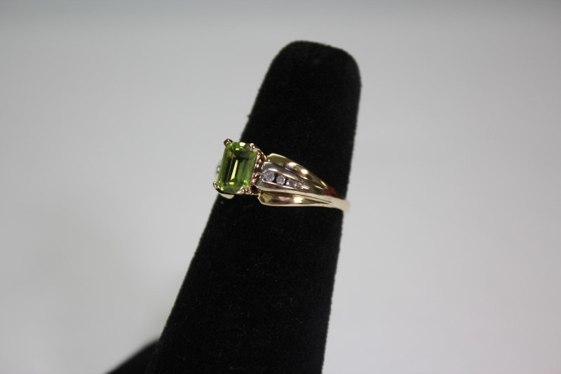 Synthetic Peridot Lady's Stone Ring 10K Yellow Gold 2.5g Size:7