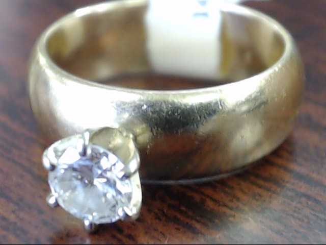 Lady's Diamond Engagement Ring .40 CT. 14K Yellow Gold 5.7g Size:5