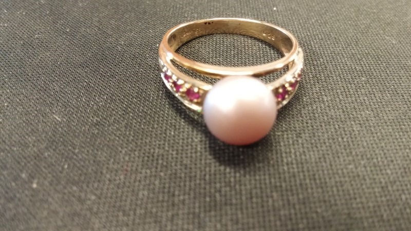 Synthetic Pearl Lady's Stone Ring 14K Yellow Gold 2.1dwt Size:7