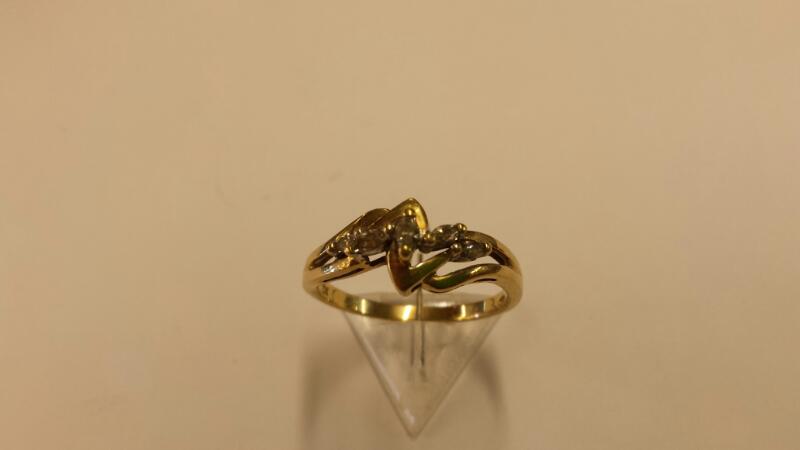 Lady's Diamond Cluster Ring 5 Diamonds .30 Carat T.W. 10K Yellow Gold 1.45dwt