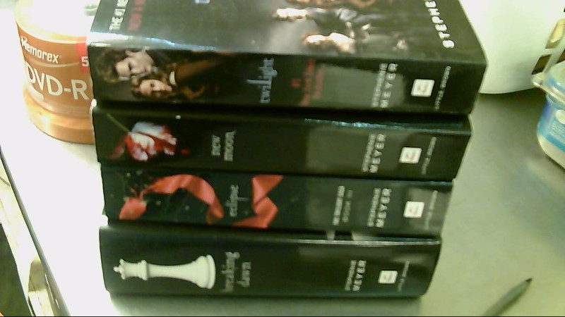 STEPHANIE MEYER Fiction Book TWILIGHT SAGA COMPLETE BOOK SET OF 4