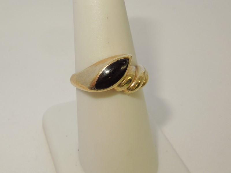 Black Stone Lady's Stone Ring 10K Yellow Gold 4.2g
