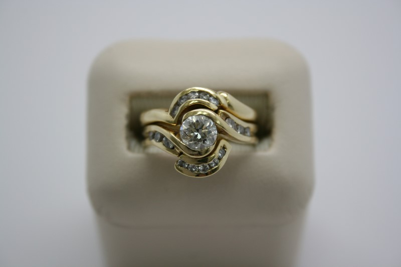 LADY'S FASHION DIAMOND WEDDING SET 18K YELLOW GOLD