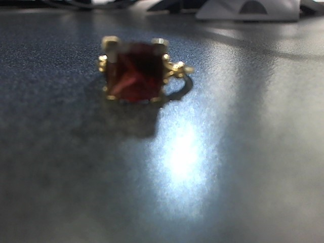 Red Stone Lady's Stone Ring 14K Yellow Gold 4.4g