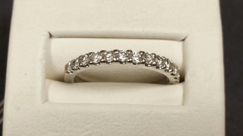 Lady's Diamond Wedding Band 13 Diamonds .26 Carat T.W. 14K White Gold 1.5dwt