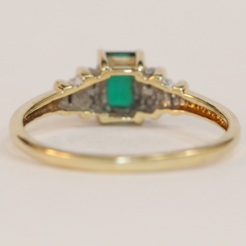 10K Yellow Gold Emerald and Diamond Ring Size 8.75