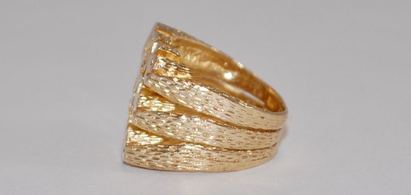 10K Women's Yellow Gold Love Inscribed Ring Size 5
