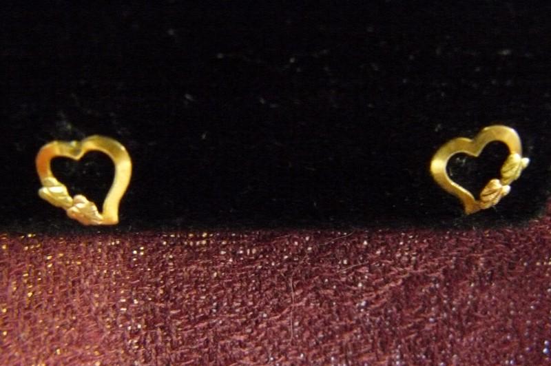Gold Earrings 10K Tri-color Gold 0.26dwt