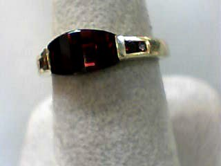 Almandite Garnet Lady's Stone Ring 14K Yellow Gold 2.3dwt Size:7