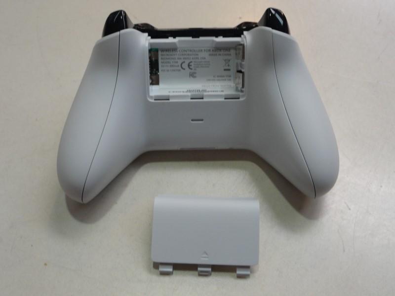 Microsoft 1708 Wireless Xbox One Controller - White