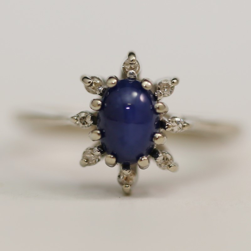 10K White Gold Star Oval Cut Sapphire Ring Size 7.5