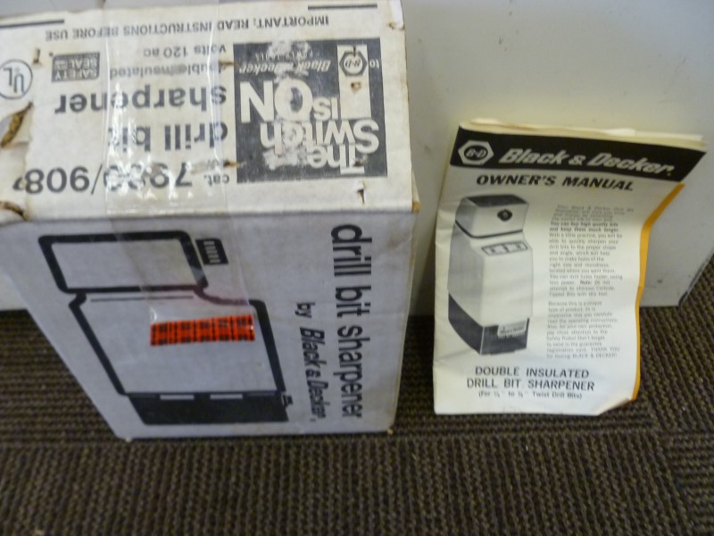 BLACK&DECKER 7980 CORDED DOUBLE INSULATED DRILL BIT SHARPENER WITH MANUAL & BOX