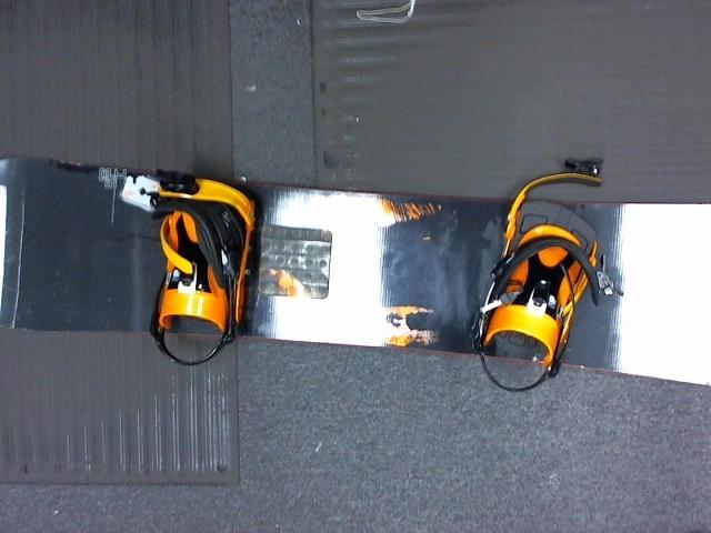 SALOMON Snowboard ACE MAGNUM 158 SB