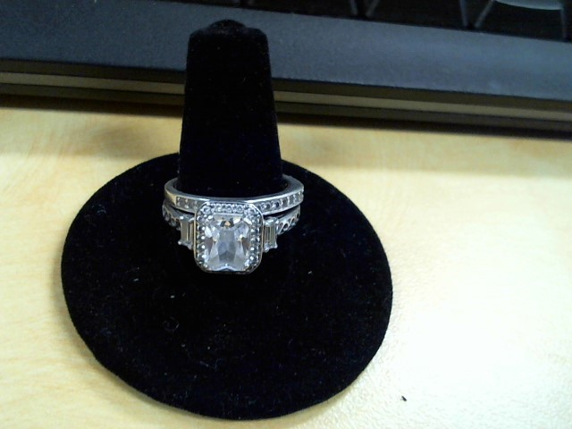 Synthetic Cubic Zirconia Lady's Silver & Stone Ring 925 Silver 4.5g