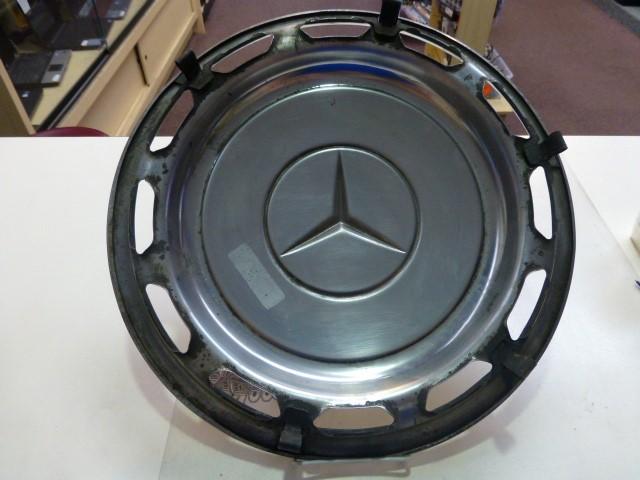 Mercedes Benz 450SL Hubcap