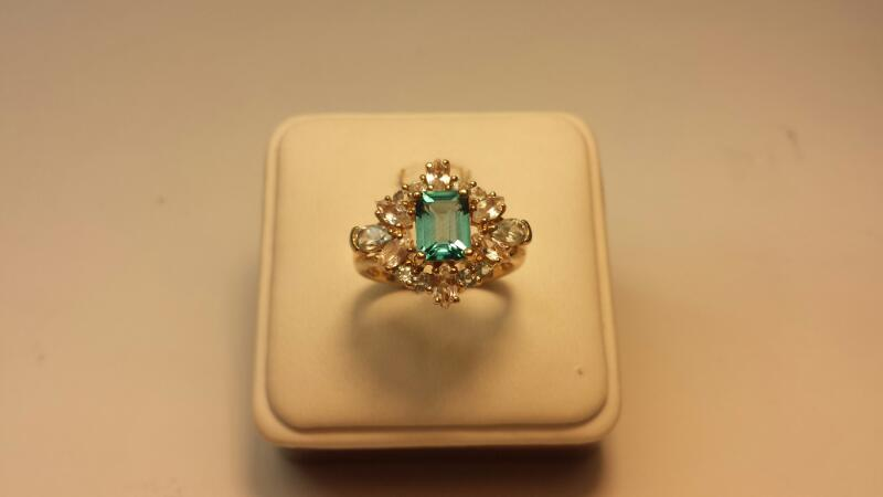 10k Yellow Gold Ring with 17 Stones - 3dwt - Size 8