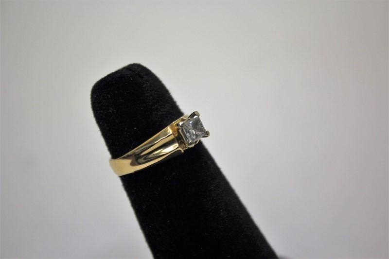 Lady's Diamond Engagement Ring .46 CT. 14K Yellow Gold 3.6g Size:6.5