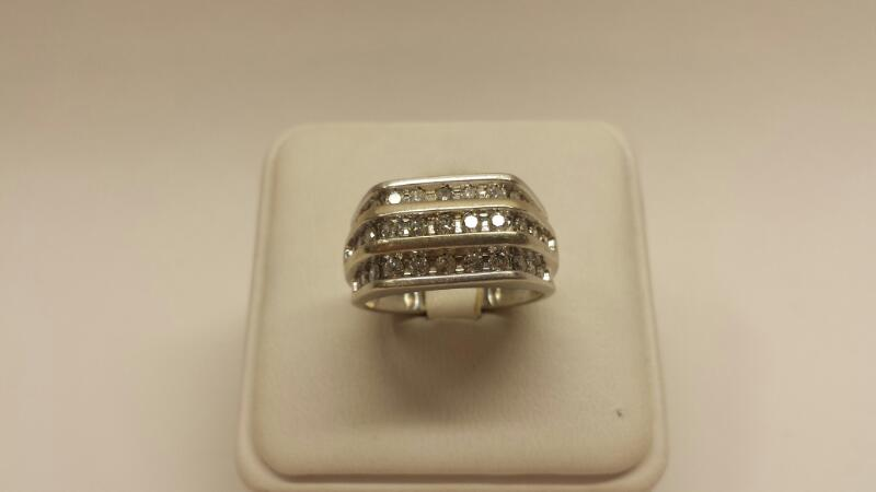 10k White Gold Ring with 33 Diamonds at .99ctw - 4dwt - Size 7
