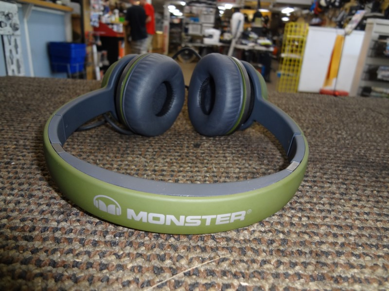 MONSTER NTUNE HEADPHONES ON EAR