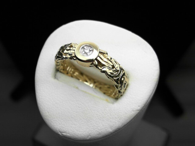 Gent's Diamond Solitaire Ring .01 CT. 14K Yellow Gold 2.5g Size:8