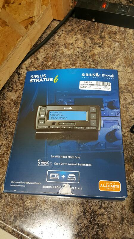 SIRIUS XM Stratus 6 Dock-and-Play Satellite Radio Receiver + Car Kit SDSV6V1