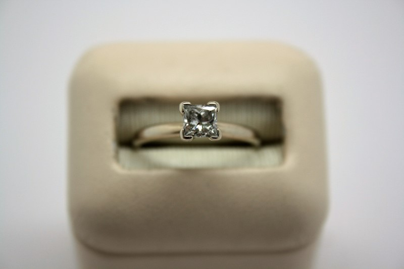 LADY'S PRINCESS CUT DIAMOND SOLITAIRE RING 14K WHITE GOLD