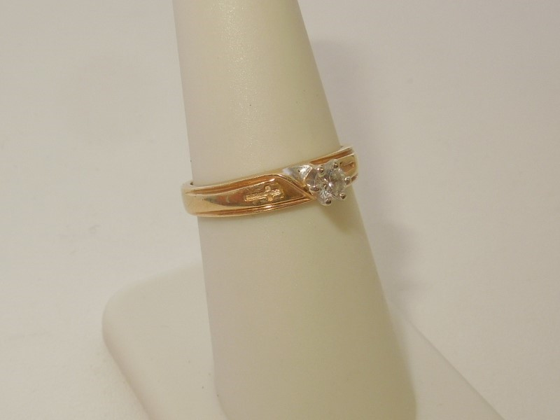 Lady's Diamond Solitaire Ring .10 CT. 14K 2 Tone Gold 3.2g