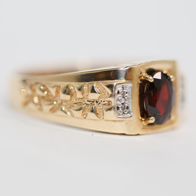 Ladies 10K Yellow Gold Garnet and Diamond Ring Size 10