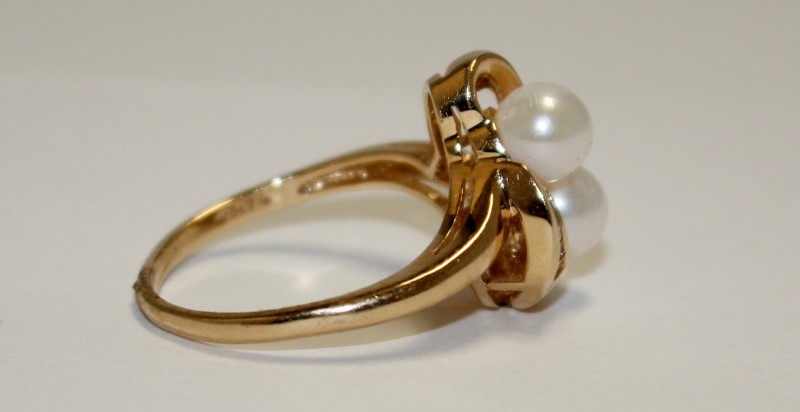 Pearl Lady's Stone & Diamond Ring 8 Diamonds .16 Carat T.W. 10K Yellow Gold