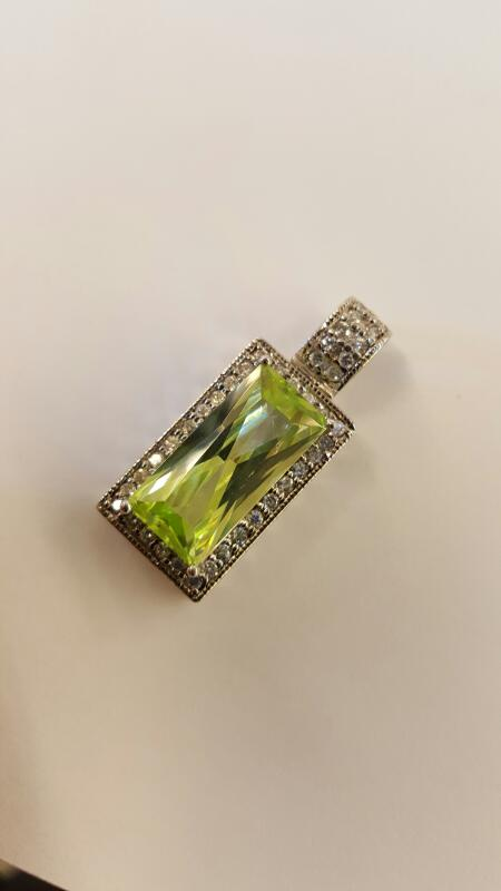 Green Stone Silver-Stone Pendant 925 Silver 4.2dwt