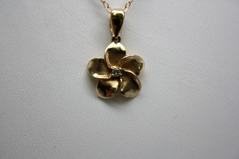 PLUMERIA PENDANT WITH WHITE STONE 14K YELLOW GOLD