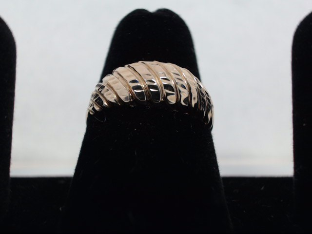 Lady's Gold Ring 10K White Gold 1.8g