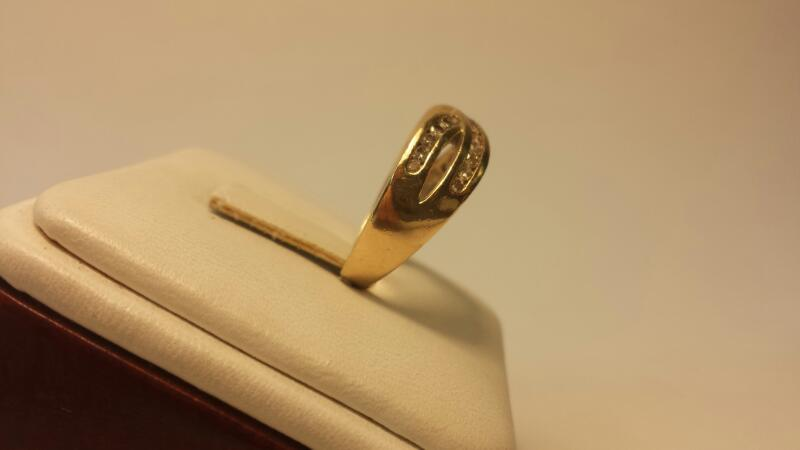 14k Fashion Ring with 25 Diamonds at .25ctw - 3dwt - Size 7