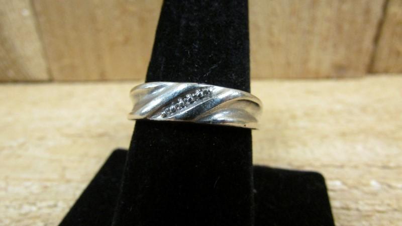 Gent's Silver-Diamond Ring 5 Diamonds .05 Carat T.W. 925 Silver 5g Size:10