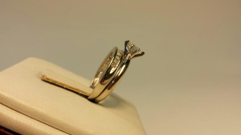 14k White Gold Ring with 12 Diamonds at .33ctw - 2.6dwt - Size 5