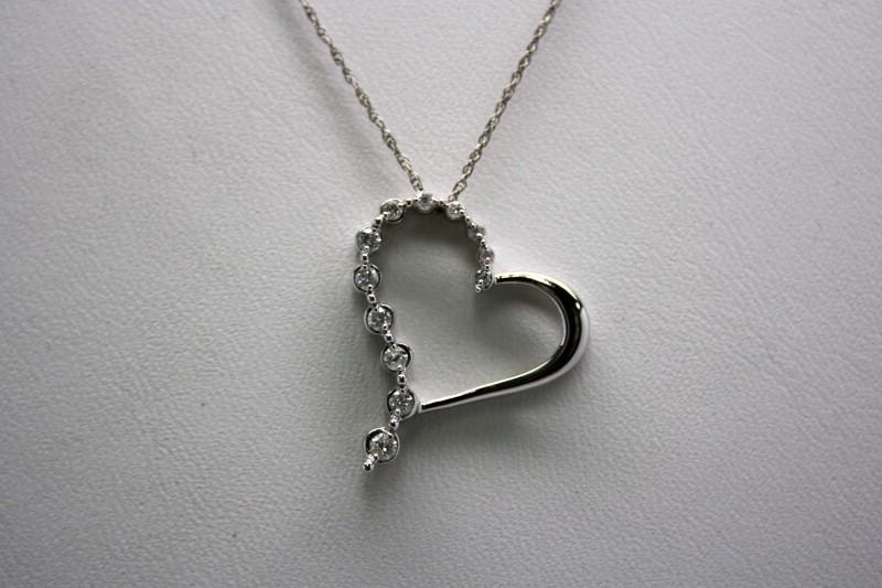 DIAMOND HEART PENDANT 14K WHITE GOLD