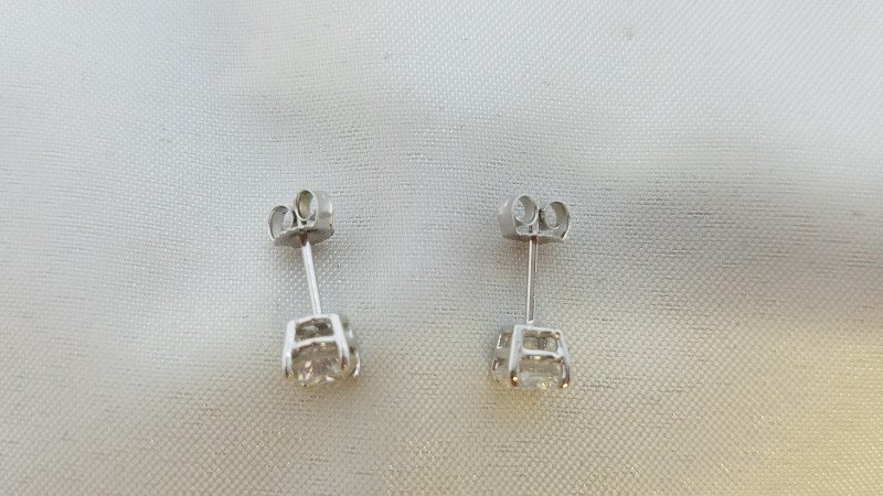 Gold-Diamond Earrings 2 Diamonds 1.01 Carat T.W. 14K White Gold 0.9g