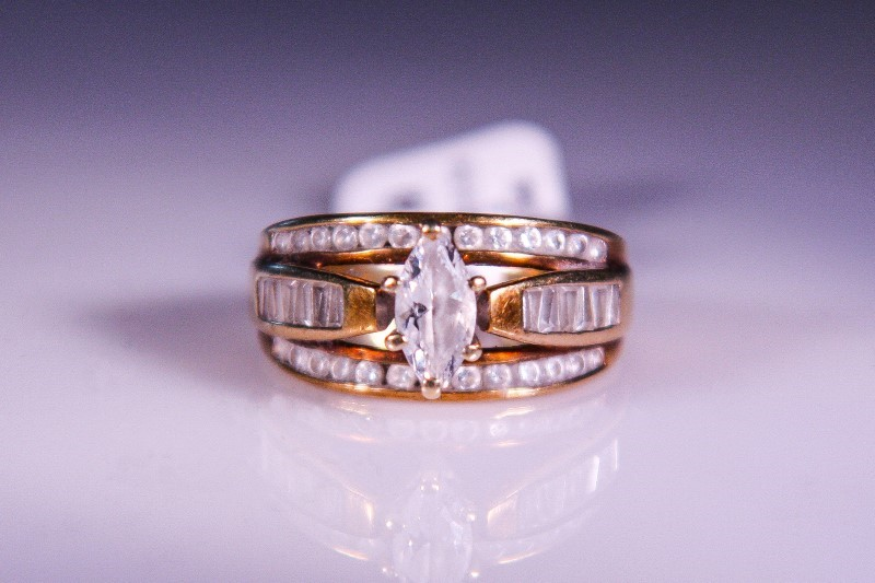 Synthetic Cubic Zirconia Lady's Stone Ring 10K Yellow Gold 3.7g